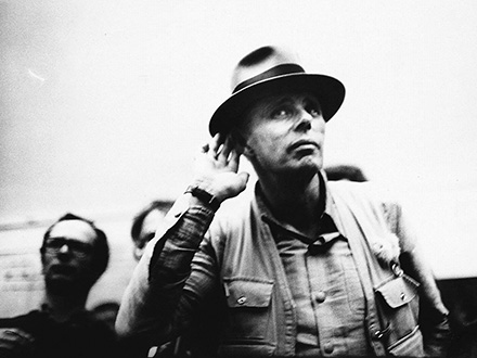 BEUYS photo zero one film/bpk/Stiftung Schloss Moyland/Joseph Beuys Archiv/Ute Klophaus